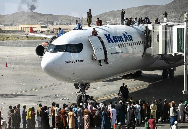 स्वदेश फर्किन लागेका ३२ नेपालीलाई तालिबानले एयरपोर्टमै रोक्यो, उतै अलपत्र